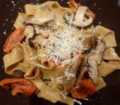 papardelle with tomatoes and mushrooms